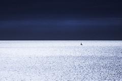 irisée … ( explore 27/07/17 ) (jepag0) Tags: mer sea bleu blue irisé ciel sky holidays vacances