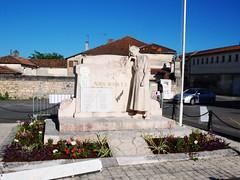 16-La Couronne* (jefrpy) Tags: poitou psaget 16charente guerrede1418 warmemorial ww1 france monumentauxmorts