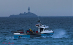 30/52 Setting lobster pots (Leo Bissett) Tags: boat lobster pots sea wave seaspray rush dublin lighthouse rockabill