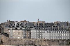 Saint-Malo (BrigitteChanson) Tags: saintmalo illeetvilaine remparts immeubles intramuros bretagne breizh brittany