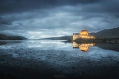 Eilean-donan (philippe MANGUIN photographies) Tags: ecosse scotland eileandonan chateau castle macrae clanmacrae landscape bluehour heurebleue