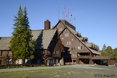 Old Faithful Inn (V. C. Wald) Tags: oldfaithfulinn uppergeyserbasin yellowstonenationalpark robertreamer tamron16300mmdiiipzd nationalhistoriclandmark