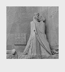 Kiss of Death (Ravi - 3R) Tags: barcelona lasagradafamília rrr basilica spain church gaudi bw blackwhite