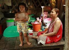 powdered by grandma (the foreign photographer - ฝรั่งถ่) Tags: girl talcum powder living room grandma sitting khlong thanon portraits bangkhen bangkok thailand canon kiss