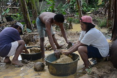 Families in small-scale gold mines in Camarines Norte (ILO in Asia and the Pacific) Tags: childlabour decentwork philippines mining povertyreduction everydaylifeandfamily localeconomicandruraldevelopment safetyandhealth educationskillsandtraining employment workingconditions