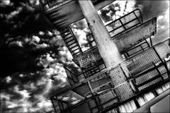 Toucher le ciel... / Touch the sky... (vedebe) Tags: noiretblanc netb nb bw monochrome piscine abandonné urbain urbex decay ville city sport plongeoir architecture