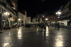 Una sera d'estate..... (Annamaria Rizzi) Tags: verona streetlamps