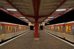 Zugkreuzung in Ahrensburg West (Lilongwe2007) Tags: ahrensburg west hochbahn eisenbahn ubahn züge symmetrie architektur bahnhof deutschland schleswig holstein