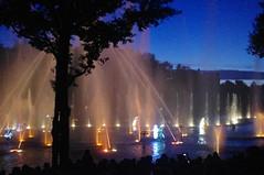 jets d'eau nocturne au puy du fou (hyéronimous) Tags: puydufou jetsdeau spectacle lac nuit