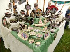 (Chris Hester) Tags: 10287 bingley show painted ornaments plates kettle jug