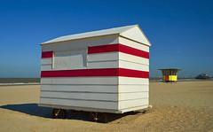 my beach house (Blende1.8) Tags: blankenberge westflandern küste coast red blue yellow summer sommer beach strand westvlaanderen belgien belgium holidays ferien nordsee northsea meer ocean sea carstenheyer sony alpha ilce7m2 zeiss variotessar16354za 1635mm