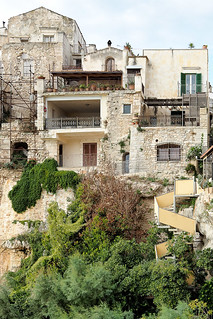 Vieste buildings on rocky cliffs.