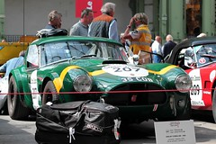 #207 Shelby Cobra 289 1965 (seb !!!) Tags: brg british racing vert green verde grün bande strip streifen tira striscia jaune giallo amarillo amarelo yellow gelb 2017 auto automobile automovel automovil automobil roadster spider spyder hard top canon 1100d cars course sportive anciennes ancienne old oldtimers paris populaire seb france voiture wagen car tour optic 2000 grand palais american america americaine amerique usa us united state race competition photo picture foto image bild imagen imagem classique classic klassic 35 cob