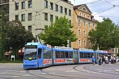 R3-Wagen 2212 ist am Ostfriedhof als Linie 19 zur Schwanseestraße unterwegs (Bild: Klaus Werner) (Frederik Buchleitner) Tags: 2212 linie19 munich münchen r3wagen strasenbahn streetcar tram trambahn