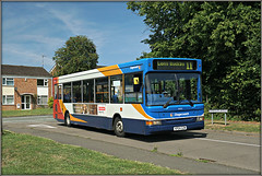 Daneholme Dart (Jason 87030) Tags: transbus dart slf pointer longbuckby avenue ashbyfields daneholmeavenue bus northants northamptonshire daventry scene summer 2017 midlands 11 d4 route service axe red white blue orange buses transport kp04gzm houses roadside town