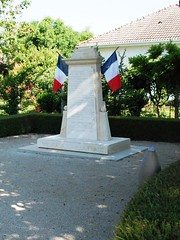 16-La Chapelle (jefrpy) Tags: poitou psaget 16charente guerrede1418 warmemorial ww1 france monumentauxmorts