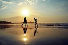 Mar cantabrico.... (Alberto Fer.) Tags: mar cantabrico agua sal playa sol atardecer paisaje reflejo nikon 5100 puestaa