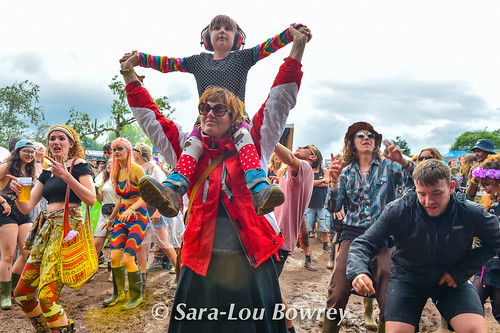 Crowds for Oh My God it's the Church at Nozstock 2017