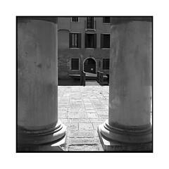 alignment • venice, italy • 2016 (lem's) Tags: minolta autocord venezia venice venise italia italy italie anignement alignment columns colonnes canal