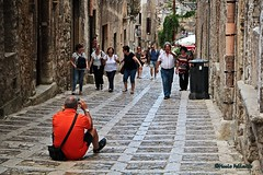 Street photographer! :-) (Mario Pellerito) Tags: canon eos 60d 18135 people street mariopellerito mario pellerito sicilia sicilie sicily italia italy italie photographer streetphotographer erice pov