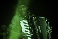 (Valéria Felix) Tags: live music bw pb blackandwhite show stage musical light sonido livephotography scene singer acordeon