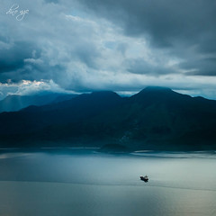 Loneliness is a friend (Dino Ngo | +84-936366238) Tags: loneliness is friend son tra mountain danang vietnam travel travellife travelblog travelphotography dino ngo dinongo myvietnam boat river ocean cloud clouds twilight sunset minimalism minimalist