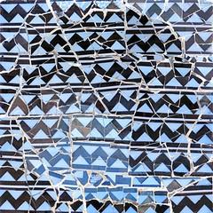 Barcelona - Olot 005 o21 (Arnim Schulz) Tags: modernisme barcelona artnouveau stilefloreale jugendstil cataluña catalunya catalonia katalonien arquitectura architecture architektur spanien spain espagne españa espanya belleepoque art kunst arte modernismo building gebäude edificio bâtiment faïence carreau glazed tile baldosa azulejos kacheln mosaïque mosaic mosaik mosaico baukunst tiles gaudí pattern deco liberty textur texture muster textura decoración dekoration deko ornament ornamento