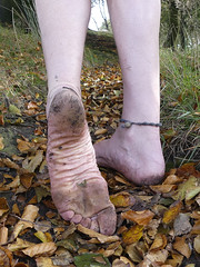Autumn barefooting (Barefoot Adventurer) Tags: barefoot barefooting barefoothiking barefeet barefooter barefooted baresoles barfuss autumnbarefooting autumnsoles anklet toughsoles muddyfeet wrinkledsoles naturalsoles naturallytough nature leaves leathertoughsoles flexiblefeet forest healthyfeet happyfeet hardsoles instep arches connected earthsoles earthing earthstainedsoles energy strongfeet stainedsoles soles