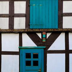 Doors in Square Format (fsc9090) Tags: square white bielefeld hut hütte 1x1 5x5 fujifilmxt2 fujifilm fuji contrast kontrast