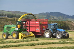 John Deere 7700 SPFH Filling a Redrock Trailer drawn by a New Holland TM165 Tractor (Shane Casey CK25) Tags: john deere 7700 spfh filling redrock trailer drawn new holland tm165 tractor self propelled forage harvester silage silage17 silage2017 grass grass17 grass2017 winter feed fodder county cork ireland irish farm farmer farming agri agriculture contractor field ground soil earth cows cattle work working horse power horsepower hp pull pulling cut cutting crop lifting machine machinery nikon d7100 leap