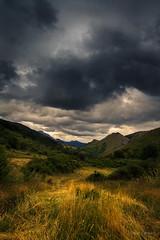 Expectante (AvideCai) Tags: avidecai sigma1020 paisaje nubes cielo vertical montaña