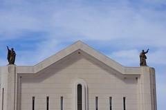 126 - Croatie, Ploče, sur le port, les statues sur l'église Crkva Kraljice Neba i Zemlje (paspog) Tags: ploče croatie croatia mai may 2017 église statue statues church kirche