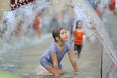 Summer Fun (lfeng1014) Tags: summerfun 大暑 water splash childen playing cityhall mississauga ontario fountain canada summer streetphotography canon5dmarkiii 70200mmf28lisii lifeng