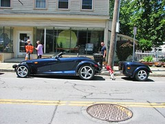 2001 CHRYSLER PROWLER AND TRAILER (richie 59) Tags: ulstercountyny ulstercounty newyorkstate newyork unitedstates sunday weekend automobiles autos motorvehicles vehicles saugertiesny saugerties usa cars chryslercorporation richie59 carshow outside people chrysler summer mopar prowler 2017 july2017 july92017 sawyermotorscarshow chryslerprowler 2001chryslerprowler 2001chrysler 2001prowler 2010s hudsonvalley midhudsonvalley midhudson nystate us nys ny 2000scar americancar uscar 2door twodoor roadster sideview bluecar trailer street sidewalk building trees