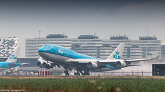 KLM 747-400 rocketing out of humid Amsterdam for LA (Nicky Boogaard) Tags: boeing airbus aviation dmaviation aircanada klmcityhopper aa americanairlines kalittaair deltaairlines 787 dreamliner easyjet a319 747 freigther 747400 777200 77w 7878 7879 embrear e175 jetairways united keniaairways