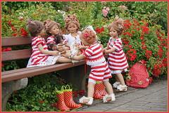 Treffpunkt ... Rosengarten ... (Kindergartenkinder) Tags: seppenrade sanrike tivi rosengarten blumen personen kindergartenkinder garten blume park frühling annette himstedt dolls milina annemoni jinka leleti reki