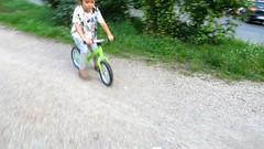 Tour de France (Robert Saucier) Tags: berlin vélo bike enfant child flou blur img2330 tourdefrance snapshot