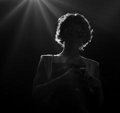 Tessa Ia (esmeraldamarañon) Tags: she ella nikon concert concierto luz shine photographyconcert singer sing musica musicos circuitoindio fotografia foto microfono guitarra guitar blue blancoynegro blackandwhite