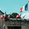 22c140717 (photo & life) Tags: château chambord châteaudechambord france castle europe jfl photography photolife™ fujifilm fujinon fujifilmxpro2 fujinonxf23mmf2rwr 23mm colors mairie flags drapeaux bleublancrouge squareformat squarephotography