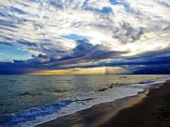Los rayos del sol (Antonio Chacon) Tags: andalucia atardecer marbella málaga mar mediterráneo costadelsol cielo españa spain sunset sol puestadesol paisaje nubes nature naturaleza