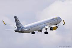 Vueling A321 Ltn (richard little.) Tags: a321 vueling luton airport ecmqb