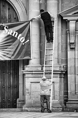 Escalera al cielo - Stairway to heaven (rojasdoyharcabal) Tags: tacna escaleraalcielo people blackandwhite santo saint peru streetshot streetphotography stairs church ladder teamwork celebration
