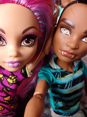Sister & Brother - Howleen & Clawd (You_Are_Not_Alone) Tags: monsterhigh polishdolls monstergirls monsterboys girl girls man boys boy manster family sister brother dolls photobymysister mansters wolf wolfs werewolf werewolfs clawdwolf packoftrouble howleenwolf creepateria