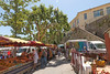 Boulevard Gambetta - Les Arcs-sur-Argens (France) (Meteorry) Tags: europe france provencealpescôted'azur paca var provence lesarcssurargens boulevardgambetta street rue platanes trees arbres market marché jeudi matin morning people village june 2017 meteorry lesarcs provencealpescôtedazur