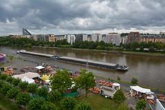 2017 Doppellastkahn auf dem Main (mercatormovens) Tags: frankfurt ostend city sommerwerft regenwetter schiff lastkahn schiffsverkehr main deutschherrnufer häuser architektur flusufer theaterfestival