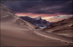 Luces y sombras en el desierto. (antoniocamero21) Tags: atacama desierto atardecer luna valle color foto sony arena cal sal rocas cielo nubes tormenta chile