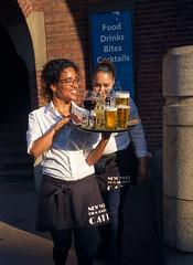 Cheers! Amsterdam, 2017 (pmhudepo) Tags: amsterdam street straatfotografie drinks waitress sunshine serveerster serving tray drankjes