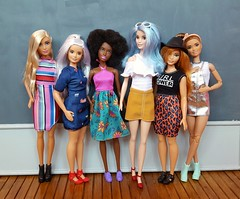 Superb Fashionistas wave (amartpas) Tags: barbie fashionistas 2017 evolution kira goddess skipper curvy neysha pantssopink