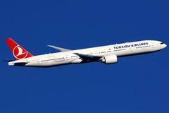 Turkish Airlines | Boeing 777-300ER | TC-JJR | London Heathrow (Dennis HKG) Tags: turkish turkishairlines turkey thy tk boeing 777 777300 777300er boeing777 boeing777300 boeing777300er aircraft airplane airport plane planespotting london heathrow egll lhr tcjjr staralliance canon 7d 100400
