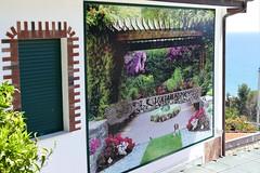 la casa col giardino... dipinto (M a r i S à) Tags: trompelœil house rollo liguria italy strange odd